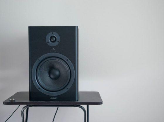 Skaffa en bra högtalare